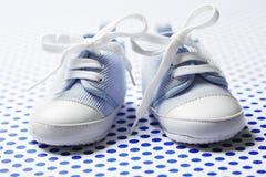 Zapatos de bebé de los muchachos Imágenes de archivo libres de regalías