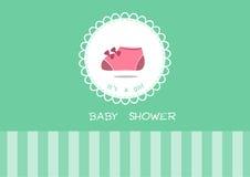 Zapatos de bebé lindos en la tarjeta de felicitación, diseño de tarjetas de la fiesta de bienvenida al bebé Foto de archivo libre de regalías