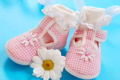 Zapatos de bebé para la muchacha Imágenes de archivo libres de regalías
