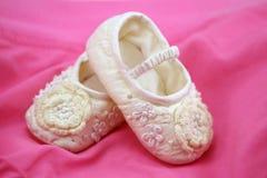 Zapatos de bebé recién nacidos Fotografía de archivo