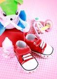 Zapatos de bebé rojos Fotos de archivo
