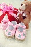 Zapatos de bebé rosados Foto de archivo