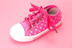 Zapatos de bebé rosados de los niños Fotos de archivo