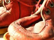 Zapatos de bebé viejos imágenes de archivo libres de regalías
