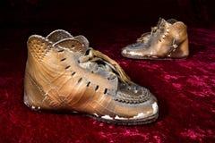 Zapatos de bebé vronzed antigüedad Imagen de archivo libre de regalías
