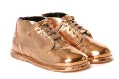 Zapatos de bebé de bronce Imágenes de archivo libres de regalías