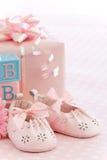 Zapatos de bebé rosados Fotos de archivo libres de regalías