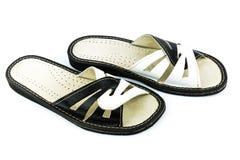 Zapatos de cuero blancos y negros Fotos de archivo