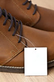 Precio en los zapatos de cuero Fotografía de archivo