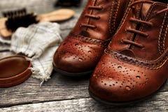 Zapatos de cuero elegantes y accesorios polacos Fotos de archivo