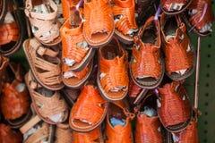Zapatos de cuero mexicanos hechos a mano de los niños y Fotografía de archivo libre de regalías