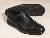 Zapatos de cuero negros Fotos de archivo libres de regalías