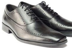Zapatos de cuero negros clásicos del ` s de los hombres aislados en el fondo blanco Imagenes de archivo