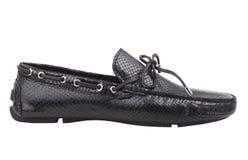 Zapatos de cuero negros - fondo blanco Imagen de archivo