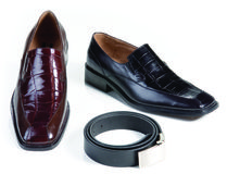 Zapatos de cuero y correa formales foto de archivo