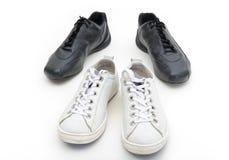 Zapatos de gimnasia femeninos y masculinos Imagenes de archivo