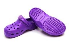 Zapatos de goma púrpuras Imagenes de archivo