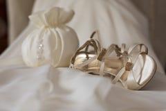 Zapatos de la American National Standard de los derss de la novia Imágenes de archivo libres de regalías