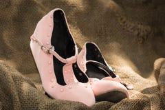 Zapatos de la muchacha del vintage Imágenes de archivo libres de regalías