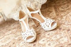 Zapatos de la novia de la boda Imágenes de archivo libres de regalías
