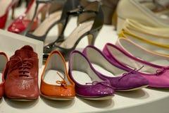 Zapatos de la señora en venta Fotos de archivo libres de regalías