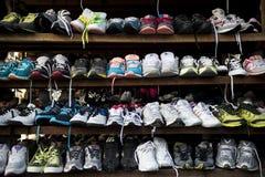 369b18c3 imágenes comunes del Zapatos De La Segunda Mano - los derechos de la ...