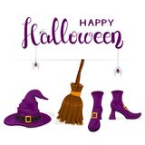 Zapatos de las brujas con feliz Halloween púrpura del sombrero y de la escoba y del texto Imagen de archivo libre de regalías