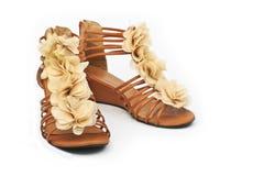 Zapatos de las mujeres en el fondo blanco imágenes de archivo libres de regalías