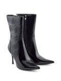 Zapatos de las mujeres negras Foto de archivo libre de regalías