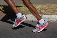 Zapatos de las piernas del maratón Fotos de archivo
