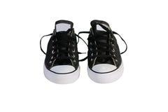 Zapatos de lona negros con el fondo blanco Imagenes de archivo
