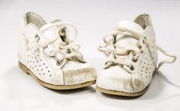 Zapatos de los niños desatados fotografía de archivo libre de regalías