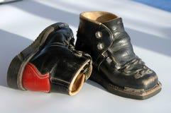 Zapatos de los viejos niños Fotos de archivo
