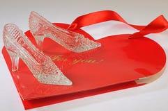 Zapatos de lujo cristalinos para cinderella Imagenes de archivo