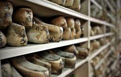 Zapatos de madera fotografía de archivo