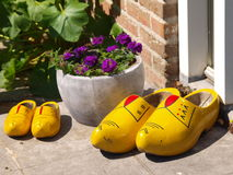 Zapatos de madera tradicionales Fotografía de archivo