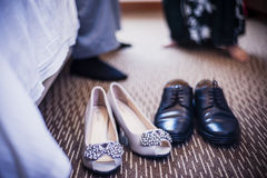 Zapatos de novia y del novio Imagenes de archivo