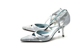 Zapatos de plata del alto talón de las mujeres Imágenes de archivo libres de regalías