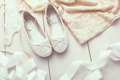 Zapatos de plata del brillo Fotografía de archivo libre de regalías