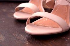 Zapatos de tacón alto de la mujer foto de archivo libre de regalías