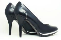 Zapatos de tacón alto elegantes negros Imagen de archivo