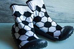 Zapatos de un bebé del fútbol Foto de archivo