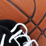Zapatos del baloncesto y de gimnasia Imágenes de archivo libres de regalías