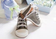Zapatos del bautizo del bebé Imagenes de archivo
