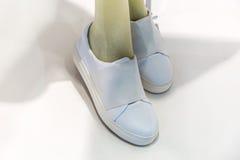 Zapatos del blanco de las mujeres s Fotos de archivo libres de regalías