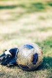 Zapatos del fútbol y del fútbol Foto de archivo