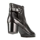 Zapatos del invierno de las mujeres elegantes Fotos de archivo libres de regalías