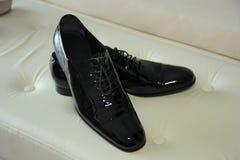 Zapatos del novio, color negro imagen de archivo libre de regalías