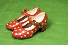 Zapatos del rojo de la muchacha Foto de archivo libre de regalías