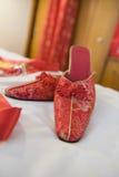Zapatos del rojo del chino tradicional foto de archivo